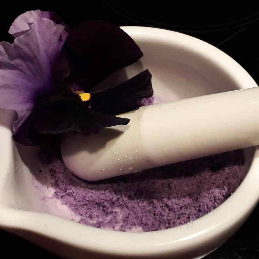 Veilchensalz in lila